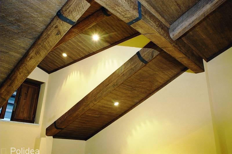 Travi finto legno in polistirolo e poliuretano prezzi for Travi finto legno obi