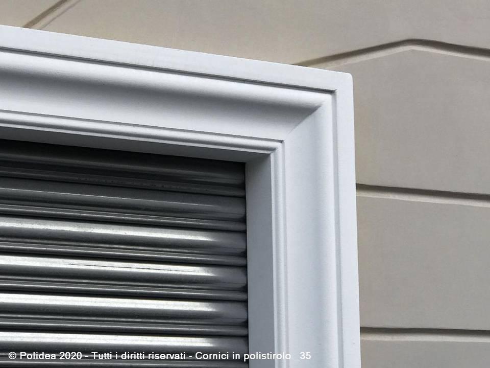 Cornici in polistirolo per porte e finestre
