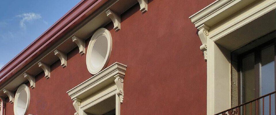 Viene montato in corrispondenza dei punti terminali dei balconi, cornicioni, cordoli, terrazzi.